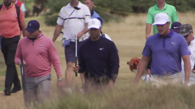 stockvideo's en b-roll-footage met tiger woods believes heatwave gives him a real chance at the open in carnoustie uk scotland angus carnoustie tiger woods playing golf at tee press... - british open