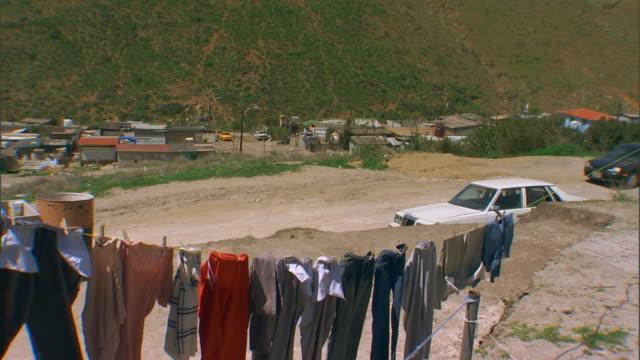 stockvideo's en b-roll-footage met tijuana, mexicocloths line - waslijn