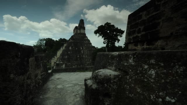 tikal ,templo del jaguar - mayan stock videos & royalty-free footage