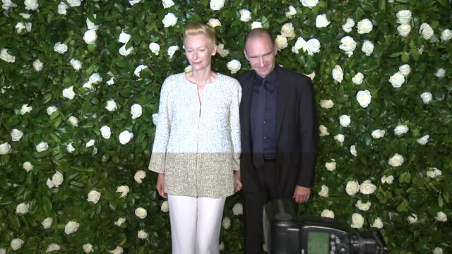 tilda swinton and ralph fiennes at the museum of modern art 2013 film benefit - a tribute to tilda swinton at the museum of modern art on in new york... - レイフ・ファインズ点の映像素材/bロール