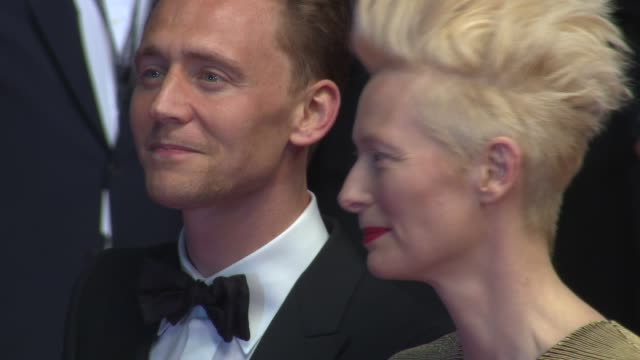 vídeos de stock, filmes e b-roll de tilda swinton tom hiddleston at 'only lovers left alive' red carpet on 5/25/13 in cannes france - cannes
