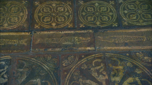 stockvideo's en b-roll-footage met tiles on the floor of westminster abbey in london, uk - westminster abbey