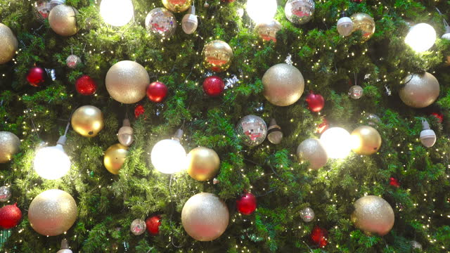 tile-up of christmas tree in the shopping mall - elevated train stock videos & royalty-free footage