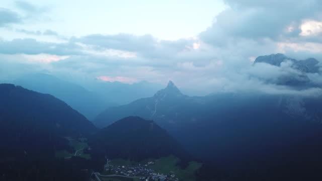 tilt down aerial, creta forata mountain in italy - tilt down stock videos & royalty-free footage