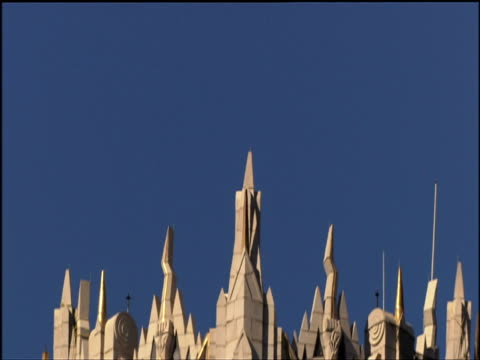 tilt down art deco spire of rca victor building manhattan - spire stock videos & royalty-free footage