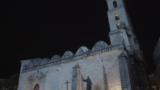 Tilt down Basilica Menor de San Francisco de Asis in Havana, Cuba