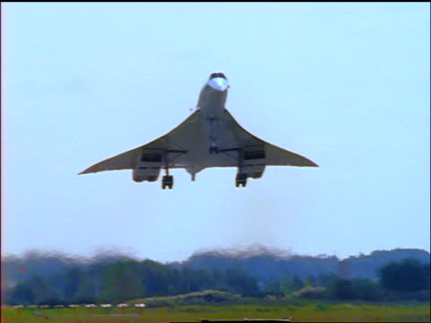 tilt down concorde airliner approaching + landing on runway - british aerospace concorde stock videos and b-roll footage