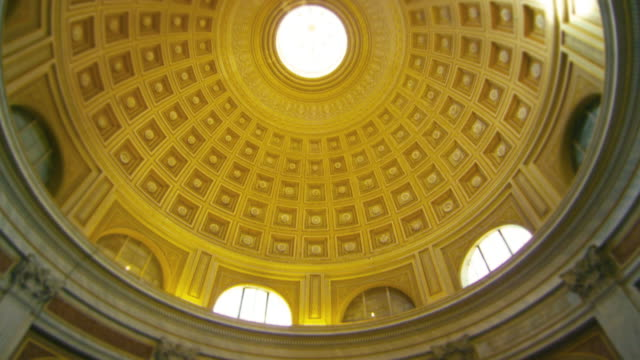 Tilt down footage of Pantheon interior