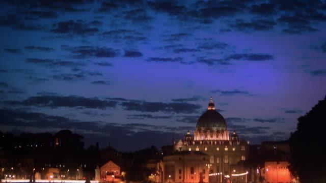 tilt down footage of ponte sant'angelo and dome of st. peter's basilica - サンタンジェロ橋点の映像素材/bロール