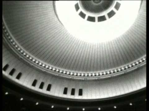 b/w tilt down from ceiling to audience in balconies /vienna opera / no sound - オペラ座点の映像素材/bロール