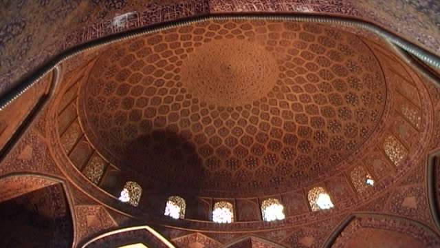 tilt down from the interior of the circular dome of the safavid era shah mosque with its colourful tiles to the octagonal dome chamber the acoustics... - shi'ite islam stock videos & royalty-free footage