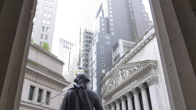 Tilt down from the statue of George Washington at the Federal Hall to the NYSE.