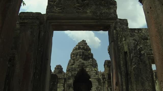 tilt down shot interior bay on temple angkor thom siem reap cambodia - 史跡めぐり点の映像素材/bロール