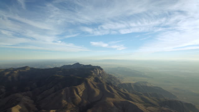 vidéos et rushes de tilt down shot of mountains in guadalupe mountains national park, texas, united states of america - inclinaison vers le bas
