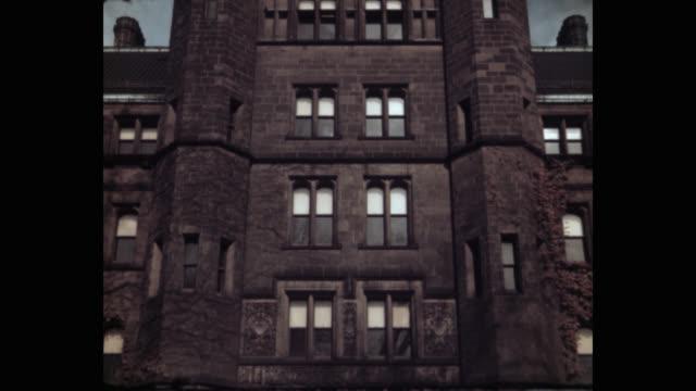 tilt down shot of osborn memorial laboratories at yale university, new haven, connecticut, usa - ニューヘイブン点の映像素材/bロール
