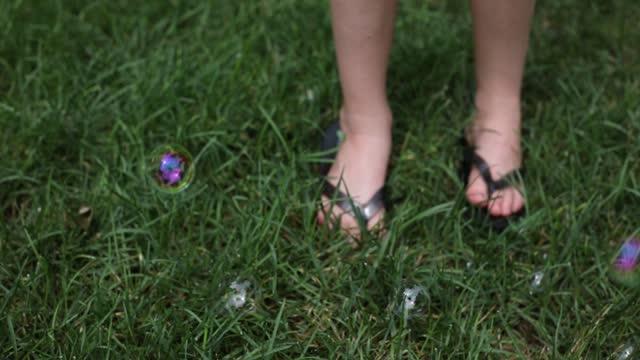 Blowing Bubbles Flip-Flops