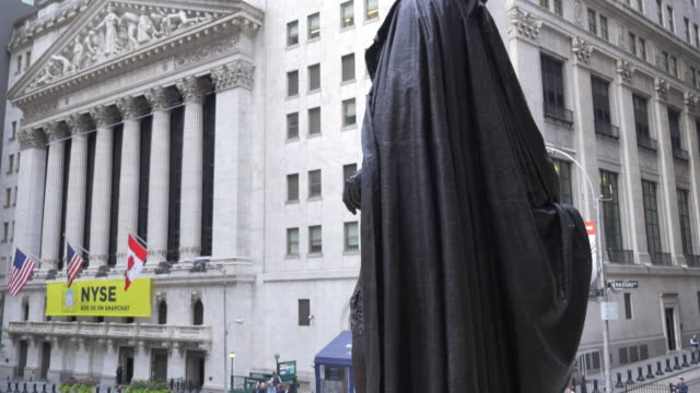 tilt down shot of the statue of george washington at the federal hall and the nyse. - american culture stock videos & royalty-free footage