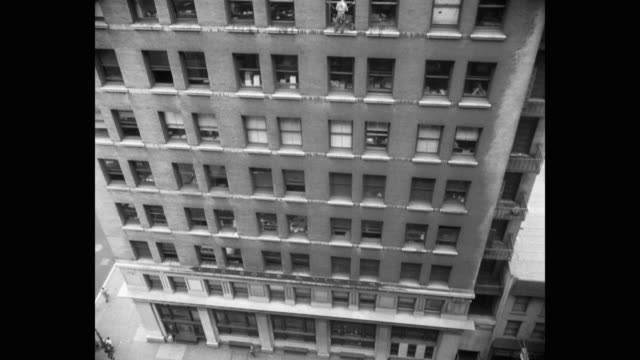 tilt down shot of window washer cleaning office window, new york city, new york state, usa - safety harness stock videos & royalty-free footage