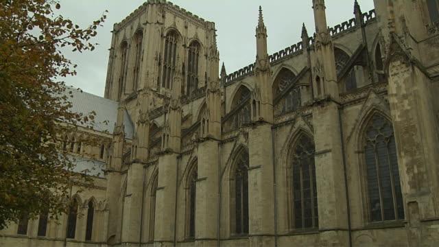 tilt down shot york cathedral yorkshire united kingdom - tornspira bildbanksvideor och videomaterial från bakom kulisserna