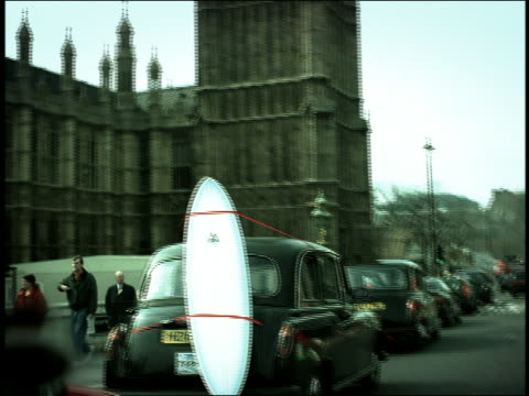 vídeos de stock, filmes e b-roll de high contrast tilt down tilt up from big ben to car point of view behind taxi with surfboard attached to back / london - cultura inglesa