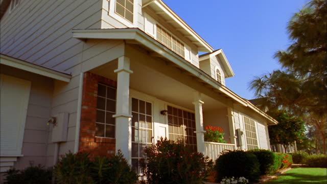 Tilt down tilt up suburban house / Phoenix, Arizona