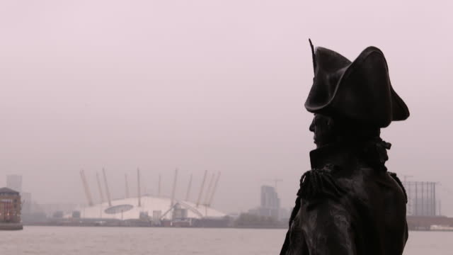 tilt down to reveal the admiral lord nelson statue overlooking the river thames and the o2 arena - admiral nelson stock videos and b-roll footage