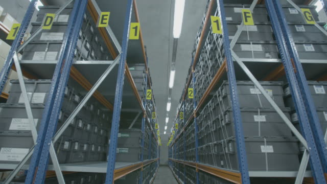 vídeos de stock e filmes b-roll de tilt down to shelves in global seed vault storage facility - semente