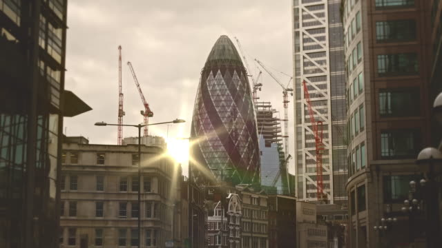 tilt film in the financial district in london at sunset - sir norman foster building stock videos & royalty-free footage