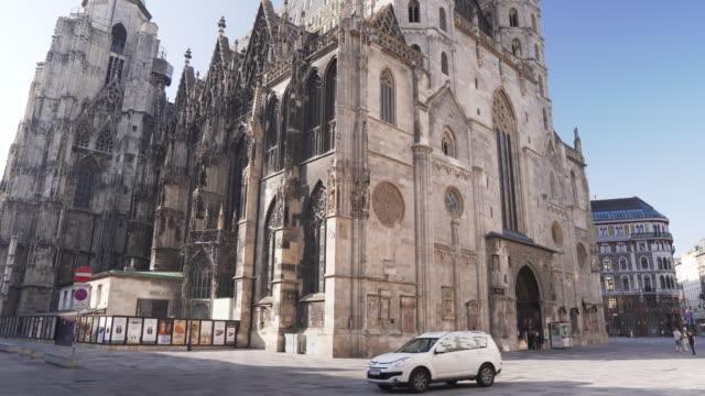 tilt low angle view: vienna, austria, europe: st. stephen's cathedral or stephansdom, stephansplatz in weekend - vienna austria stock videos & royalty-free footage
