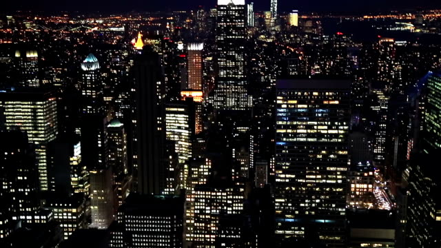 hd inclinazione: new york city skyline veduta aerea - new york stato video stock e b–roll