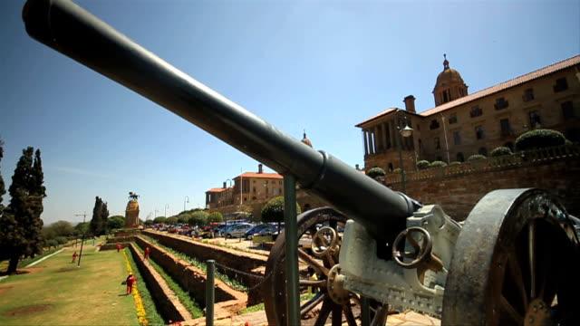 Tilt Shot Union Buildings and cannon/ Pretoria/ South Africa