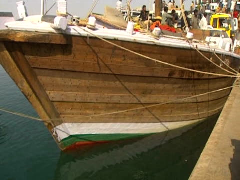 stockvideo's en b-roll-footage met tilt up captured somali pirate boat docked at port of bosaso somalia 17 june 2009 - hoorn van afrika