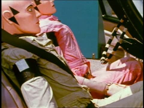 vidéos et rushes de 1968 tilt up dummies wearing seat belts in car / educational - essai de voiture