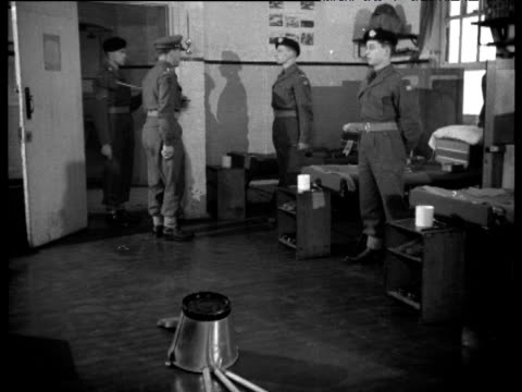 vídeos de stock, filmes e b-roll de tilt up from bucket and brooms on floor to officer inspecting soldiers as part of national service duties 1956 - uniforme militar