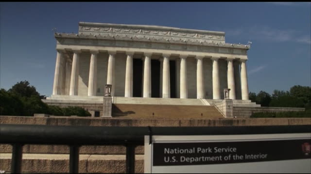 tilt up from closure notice attached to barriers, to national archives building, view of capitol hill from the mall - bbc archives stock videos & royalty-free footage