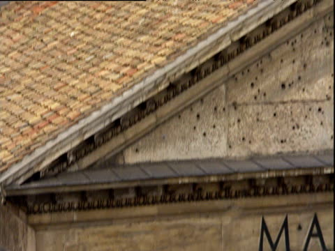 tilt up from pillars to dome of pantheon rome - architrav stock-videos und b-roll-filmmaterial