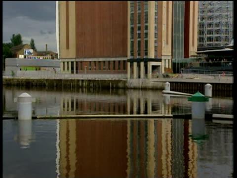 vídeos y material grabado en eventos de stock de tilt up from river tyne to flour mills building converted to baltic arts centre gateshead newcastle - newcastle