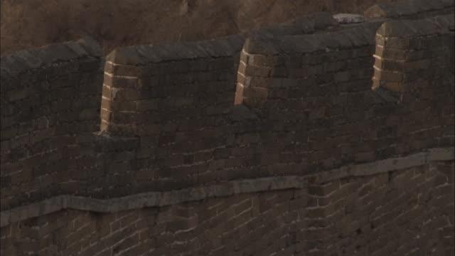 vídeos y material grabado en eventos de stock de tilt up great wall of china at badaling, beijing. - badaling