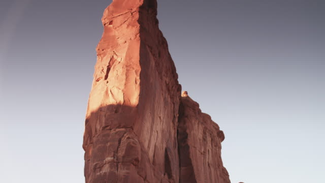 tilt up, large rock face in vast utah landscape - rock face stock videos & royalty-free footage