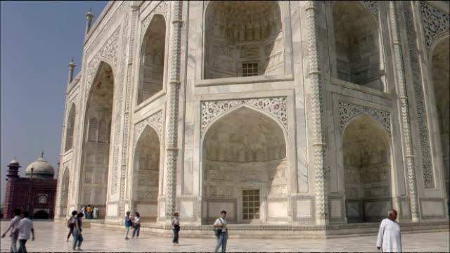 tilt up mausoleum at taj mahal, agra. - stone material stock videos & royalty-free footage