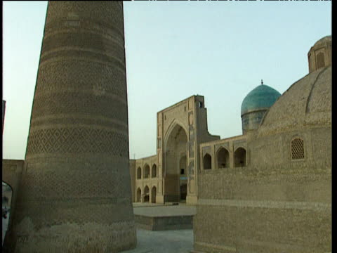 tilt up minaret of kalyan mosque bukhara uzbekistan - bukhara stock videos and b-roll footage