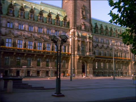 tilt up rathaus building with clock tower / hamburg - rathaus hamburg stock-videos und b-roll-filmmaterial