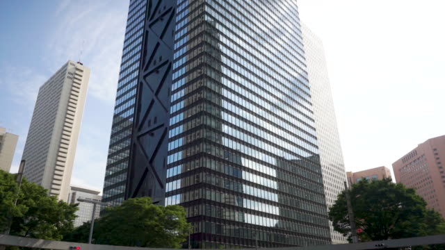 4k tilt up realtime. shinjuku mitsui building and cityscape office at nishi-shinjuku in tokyo , japan . - tilt up stock videos & royalty-free footage