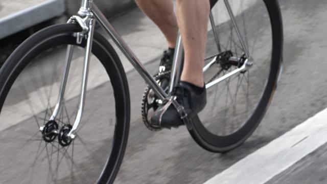 tilt up shot of commuter riding bicycle on street - portland oregon bike stock videos & royalty-free footage