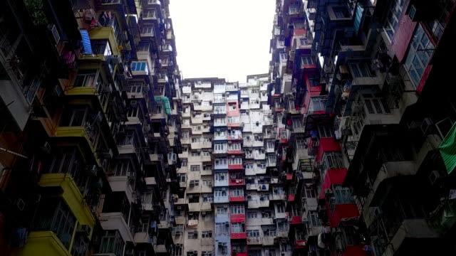 tilt up shot showing the yik fat housing project, hong kong island, hong kong - 囲む点の映像素材/bロール