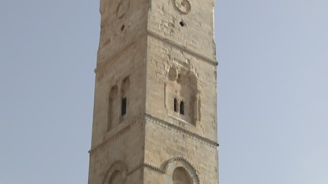 tilt up shot via dolorosa jerusalem israel - ヴィアドロローサ点の映像素材/bロール