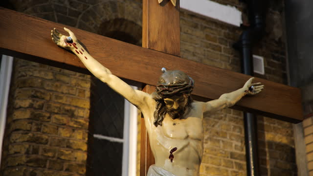 tilt up statue of jesus on the cross outside church, london - male likeness stock videos & royalty-free footage