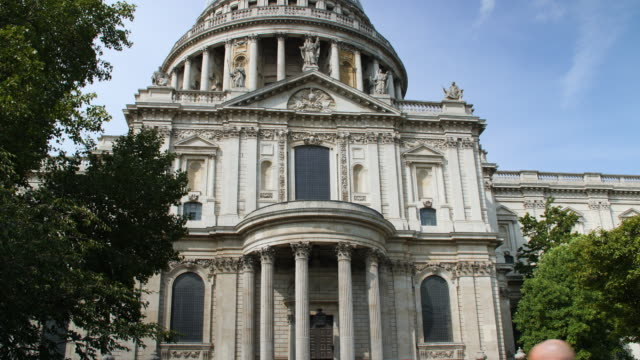 tilt up the south facade of st paul's cathedral to the dome - anglican stock videos & royalty-free footage