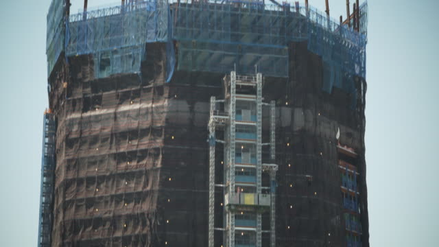 tilt up, then down, one world trade center whilst under construction in the summer of 2011, manhattan, new york city, usa. - one world trade center stock-videos und b-roll-filmmaterial