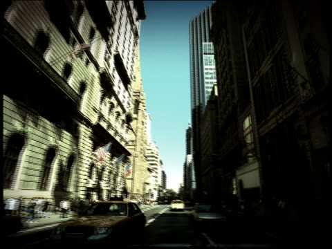 stockvideo's en b-roll-footage met high contrast tilt up tilt down car point of view from traffic to skyscrapers on fifth avenue in midtown / new york city - tilt up